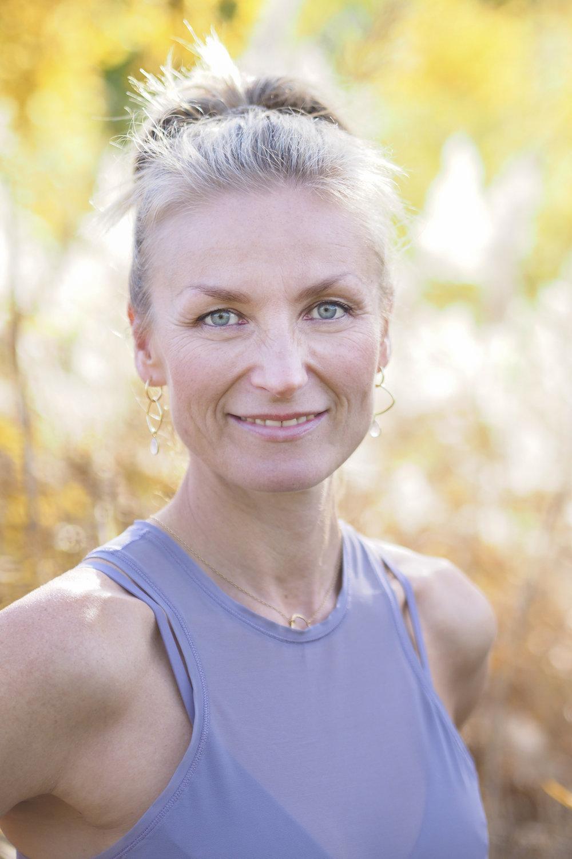 Gry Bech-Hanssen - Yoga // Pilates // Strukturell BalanseringGry bruker sin erfaring fra yoga, pilates, dans, mindfulness, bindevevsterapi, strukturell integrering og nevrologisk omprogrammering for å hjelpe deg å skape positive og varige endringer og økt livskvalitet.