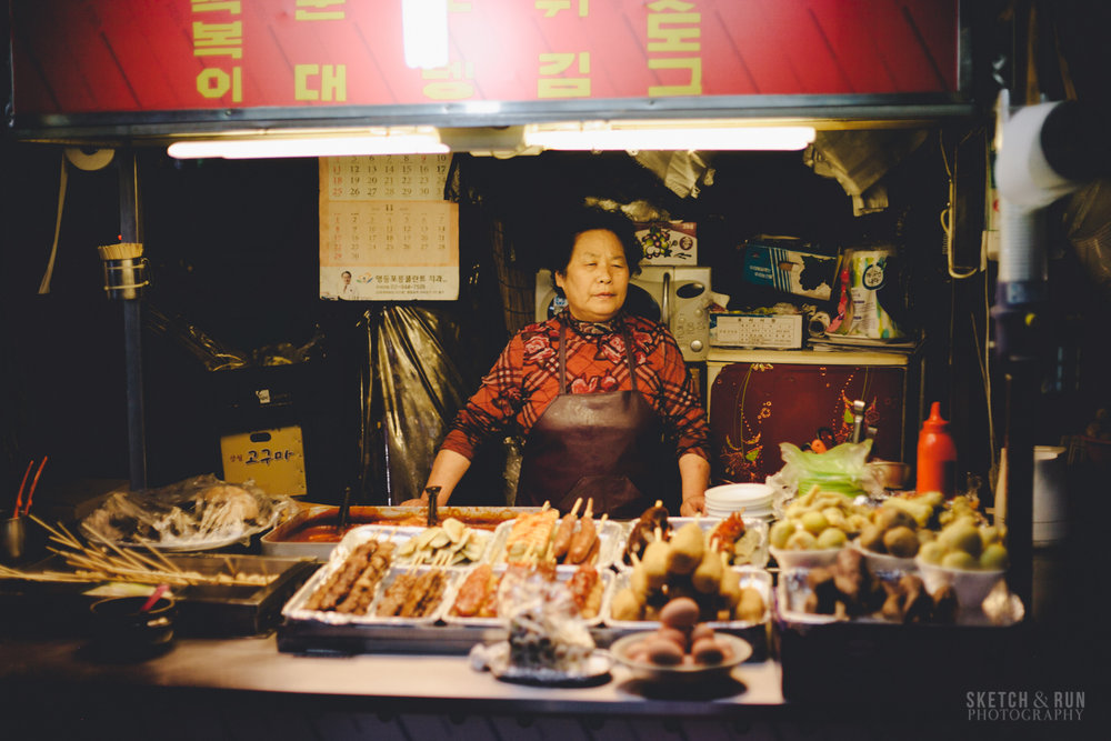 ajumma, seoul, food cart, street photography