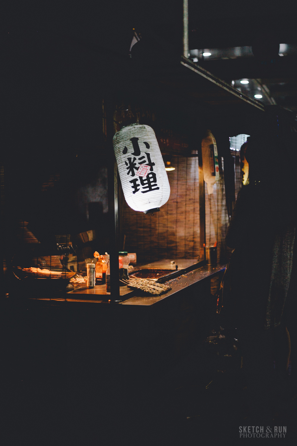 seoul, food, food cart, moody, dramatic lighting,