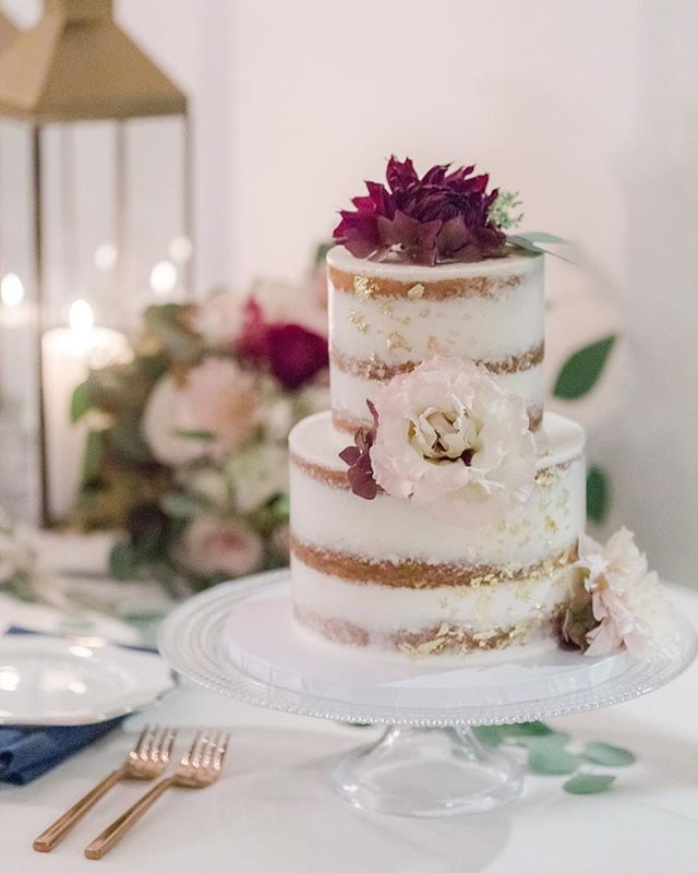 Loving all the delicious details in Bailey & Tyler's wedding cake design! 😍⠀⠀⠀ ⠀⠀⠀ Venue: @viansasonoma⠀⠀⠀ Cake: @crispbakeshop⠀ Planning: Teina @milestoneeventsgroup ⠀⠀ Florals: @vandafloraldesign ⠀⠀⠀ Rentals: @encoreeventrentals⠀⠀⠀ Catering: @figcaters⠀⠀⠀ Beauty: @bellaglowbeautystudio⠀⠀⠀ Hair: @_kendra.shea.hair_⠀⠀⠀⠀⠀ DJ: @boutiquedjs⠀⠀⠀ ⠀⠀⠀ #sonomawedding #viansa #viansawinery #viansawedding #wedding #winecountry #winecountrywedding #flashesofdelight #napaweddingphotographer #destinationwedding #isaidyes #sonoma #napa #loripaladinophotography #weddingcakede #weddingcakeinspiration #nakedweddingcake #pursuepretty #loveisbeautiful #love #thatsdarling #destinationweddingphotographer #bridalbouquet #darlingmovement #livethelittlethings #weddingstyle #ido