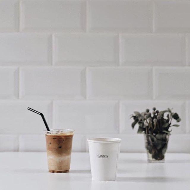 Happy Friday! 🎉 📸: @mr.duwe • • • • • #coffee #cafe #cafehopping #sgcafe #sgdessert #instafoodsg #sgfoodies #food #paleo #keto #glutenfree #sglife #tiongbahru #bakery #sg #singapore #sgcafehopping #coffeelove #gelato #dairyfree #icecream #healthy #realfood