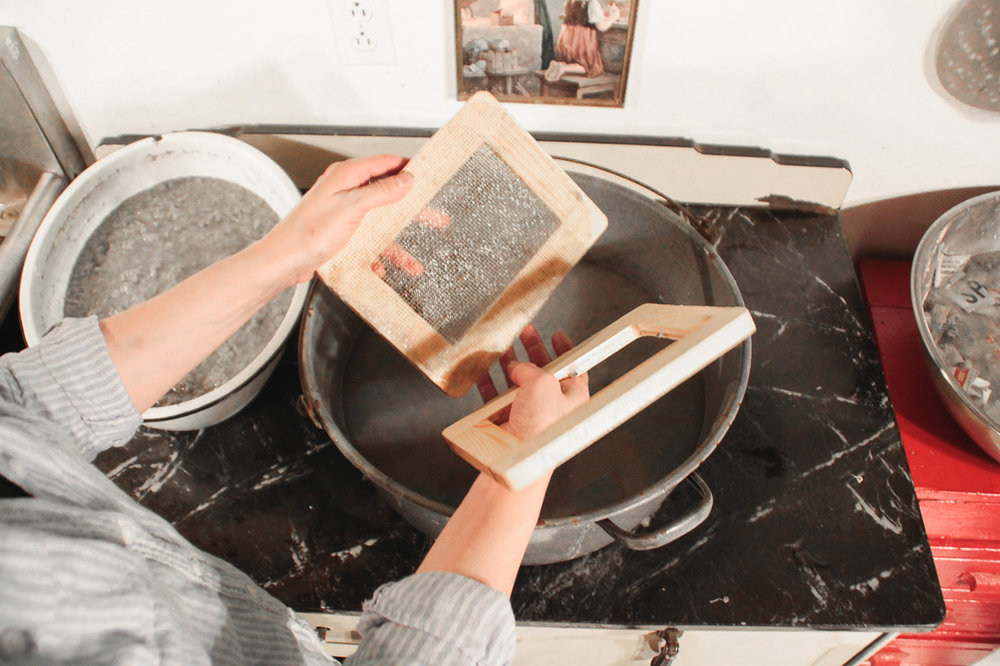 paper-making-with-fabric-scraps-and-newspaper-04
