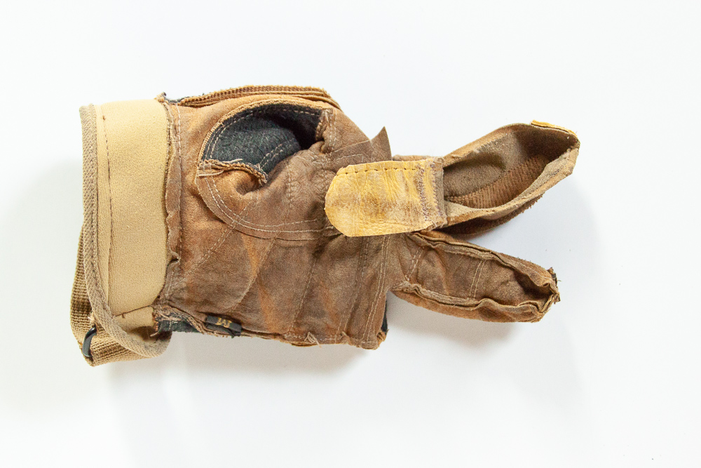 How to repair work gloves with holes in the fingers. Tutorial with lots of photos - Sarah Kirsten