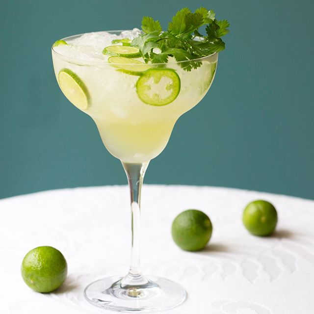 Our take on non-alcoholic spicy margarita ... 1.5 oz Muddle & Wilde Lime-Jalapeño  1 tbsp fresh cilantro 0.75 oz fresh lime juice  4 dashes celery bitters top with tonic water (we love Fever-Tree) ...could be topped with some cbd oil for added enjoyment  Muddle cilantro leaves with Muddle&Wilde Lime-Jalapeño and lime juice. Strain. Add celery bitters- Serve over crushed ice, fresh sliced lime and jalapeño slices. Top with tonic water and garnish with cilantro, jalapeño and lime slices . . . #non-alcoholic #nonalcoholic #mocktail #cocktail #sober #jalapeno #homemixology #homebar #margarita #soberliving #womenownedbusiness #mixology #fresh #calimade #california #tequila #mezcal #cbd #cbdcocktails #fever-tree #tonic #tonicwater @fevertreemixers