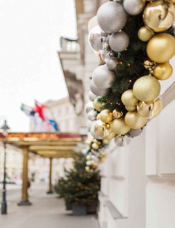 american-christmas-destination-wedding-abroad-luxury-hotel-imperial-wedding-planner-vienna-austria (2).jpg