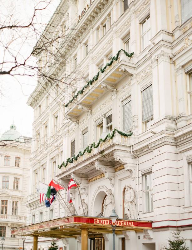 american-christmas-destination-wedding-abroad-luxury-hotel-imperial-wedding-planner-vienna-austria (3).jpg