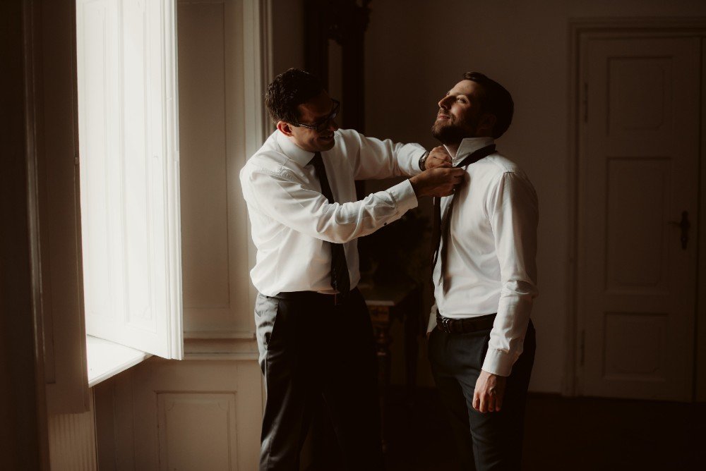dark-moody-summer-wedding-schloss-margarethen-am-moos-vienna-austria-highemotionweddings-planner-hotel-imperial-bride-getting-ready (13).jpg