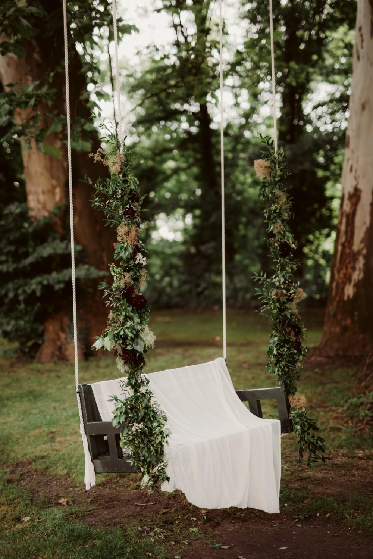 dark-moody-summer-wedding-schloss-margarethen-am-moos-vienna-austria-highemotionweddings-planner-landofwhitedeer (54).jpg