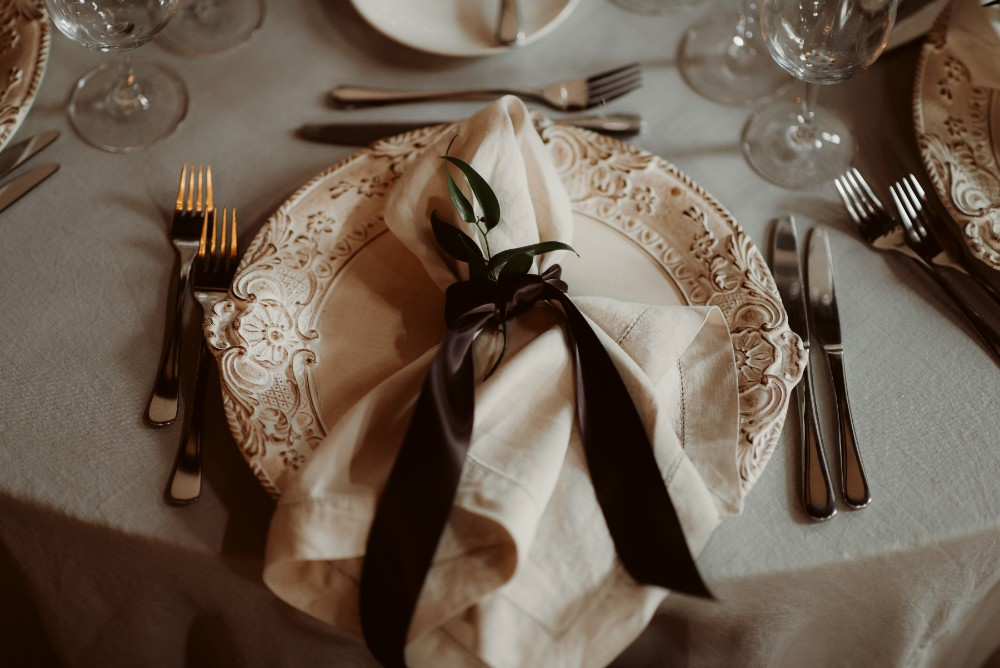 dark-moody-summer-wedding-schloss-margarethen-am-moos-vienna-austria-highemotionweddings-planner-landofwhitedeer (90).jpg