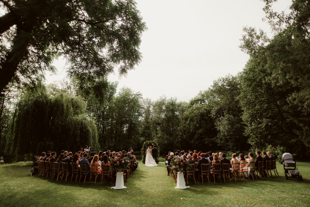 dark-moody-summer-wedding-schloss-margarethen-am-moos-vienna-austria-highemotionweddings-planner-landofwhitedeer (44).jpg