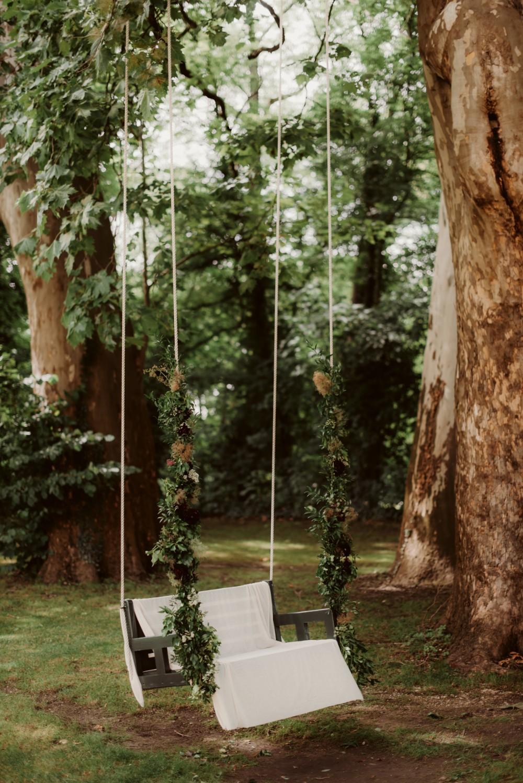 dark-moody-summer-wedding-schloss-margarethen-am-moos-vienna-austria-highemotionweddings-planner-landofwhitedeer (35).jpg