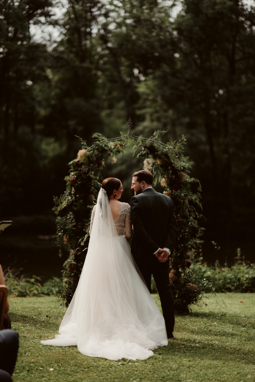 dark-moody-summer-wedding-schloss-margarethen-am-moos-vienna-austria-highemotionweddings-planner-landofwhitedeer (48).jpg