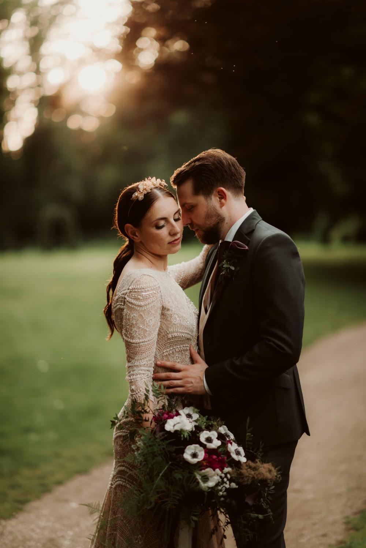 dark-moody-summer-wedding-schloss-margarethen-am-moos-vienna-austria-highemotionweddings-planner-landofwhitedeer (59).jpg