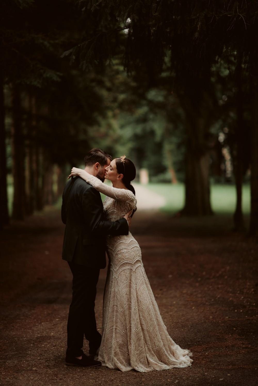 dark-moody-summer-wedding-schloss-margarethen-am-moos-vienna-austria-highemotionweddings-planner-landofwhitedeer (63).jpg