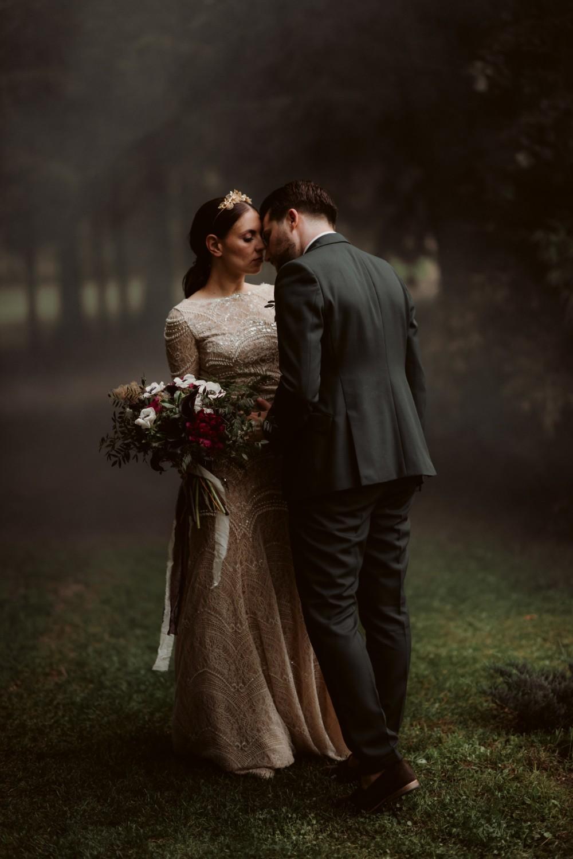 dark-moody-summer-wedding-schloss-margarethen-am-moos-vienna-austria-highemotionweddings-planner-landofwhitedeer (71).jpg