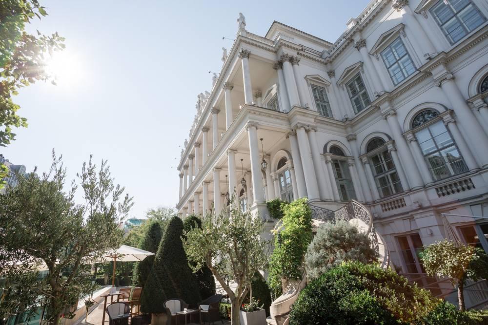 wedding-venue-vienna-austria-palais-coburg-elena-azzalini (1).jpg