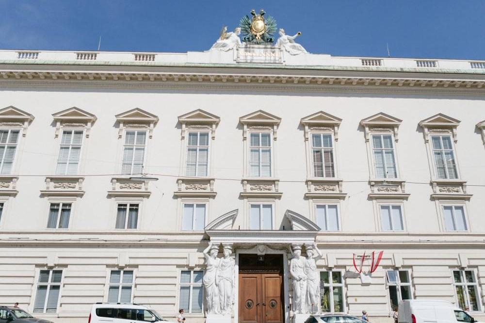 luxury-wedding-venue-palace-pallavicini-vienna-austria-nikol-bodnarova-photo (4).JPG