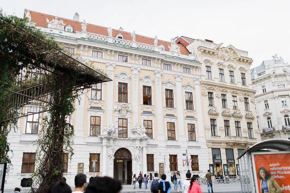 wedding-venue-vienna-austria-palace-daun-kinsky-monro-photo (1).jpg