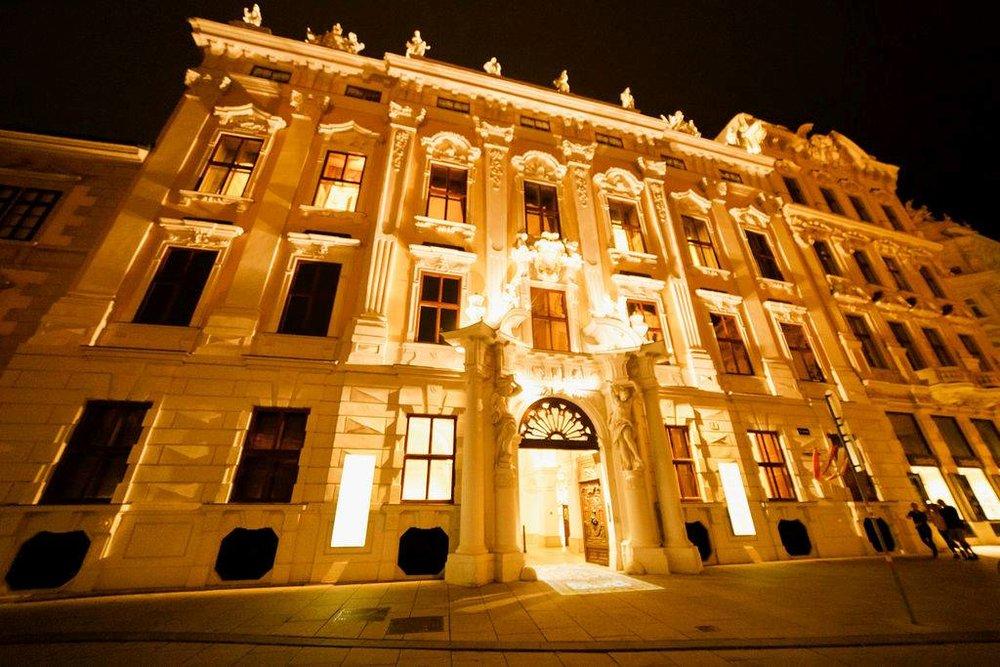 wedding-venue-vienna-austria-palace-daun-kinsky-monro-photo (3).jpg