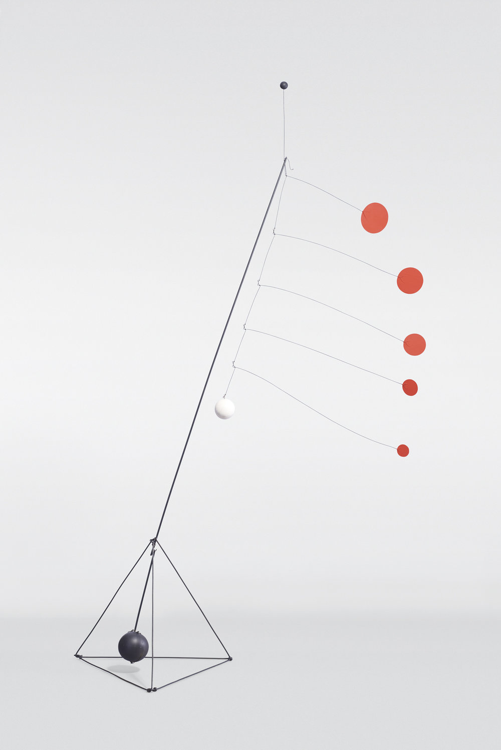 Calder_Object_Red_Discs_Sequence_021_BEAUTY_SHOT_final.jpg