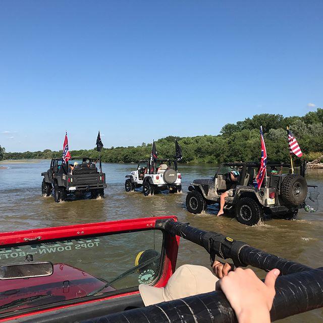 River Rally 2017 . . . . . . #journeyunbound #nebraska #river #jeep #jeepin #jeepyj #riverrats #riverrally #stpaul #stpaulnebraska #weekend #friends #family #music