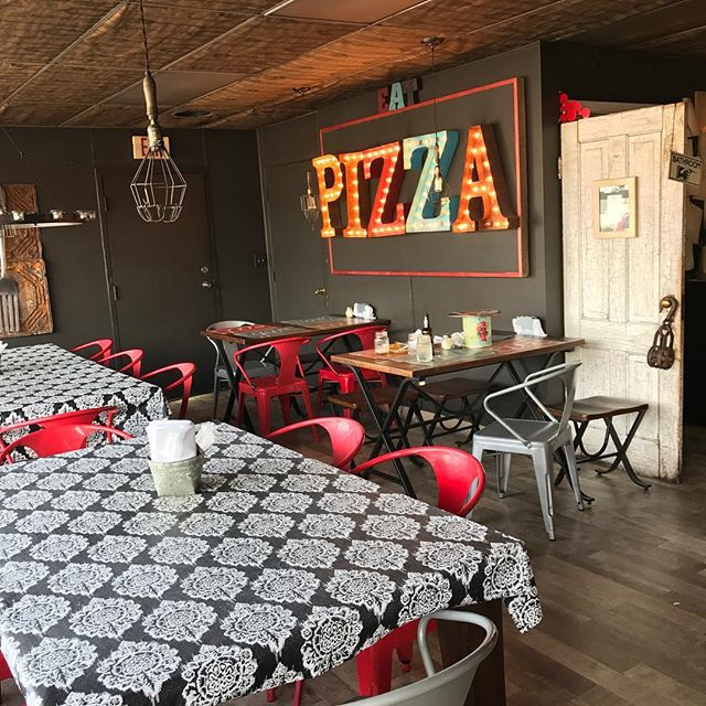 Enjoyed lunch at Flippin Sweet today! A must stop place in Kearney, NE. 🍕 . . . . . . #journeyunbound #nebraska #kearney #kearneynebraska #flippinsweet #flippinsweetpizza #pizza