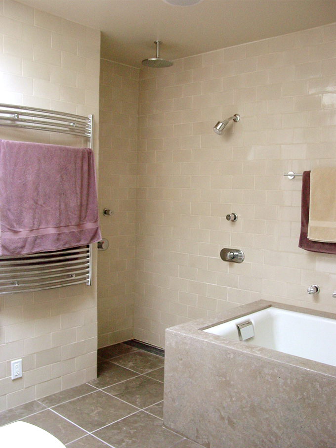 Bath tub and walk in shower.jpg