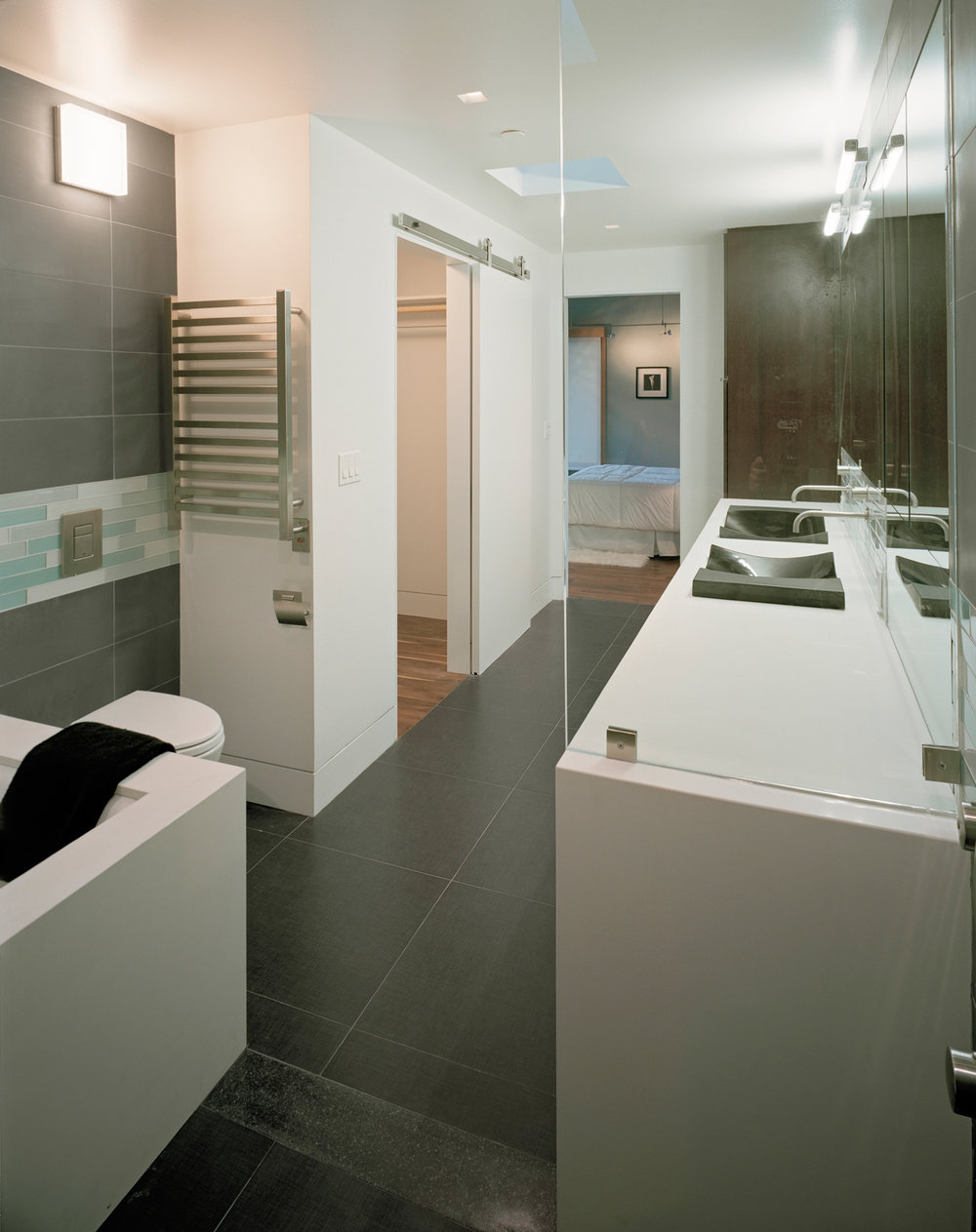 Master-bath-in-new-modern-home.jpg