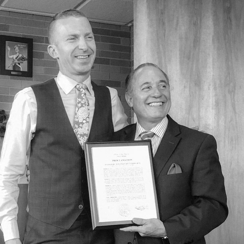 Jonathan Shuttlesworth y Alcalde Ruben Bermudez