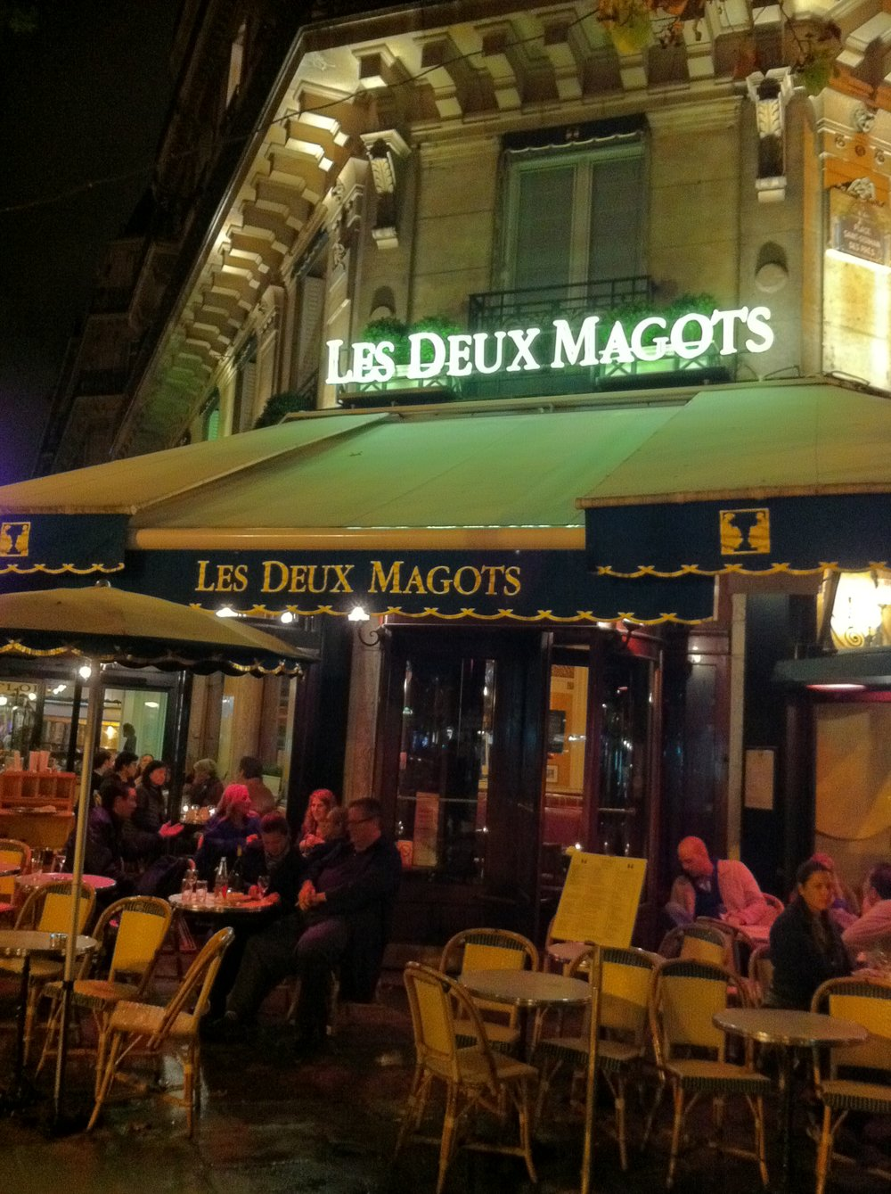 Les Deux Magots - Wandering Jokas Travel Blog