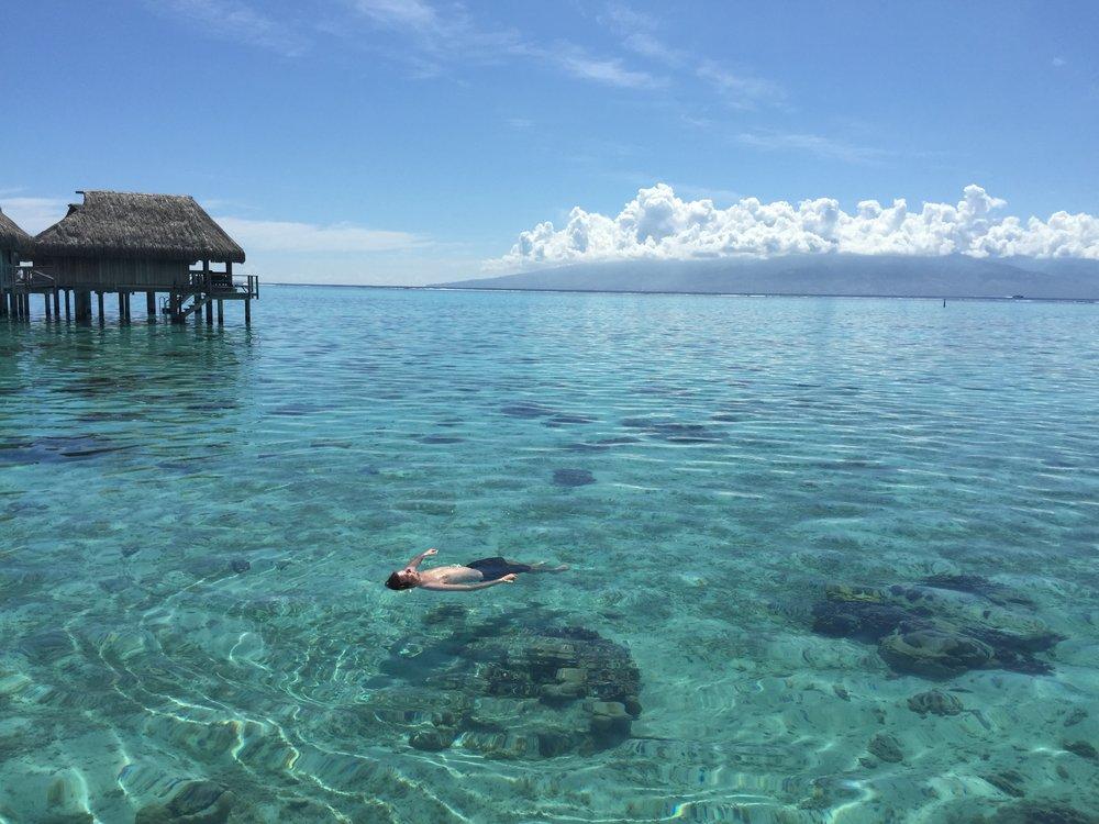 Floating in Moorea - Wandering Jokas Travel Blog