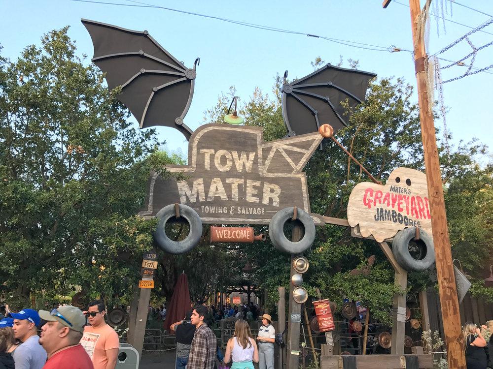 Cars_land_tow-mater_Halloween_2017-9.jpg