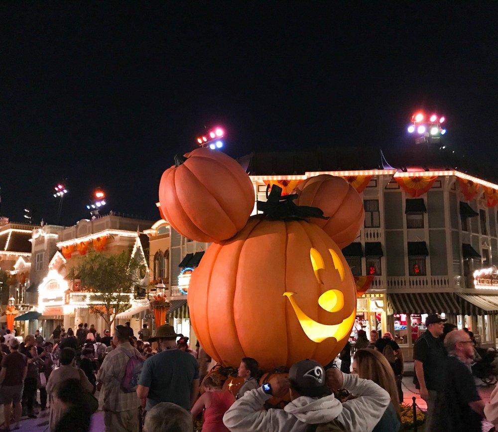 Disneyland_Pumpkin_Halloween_2017-51.jpg