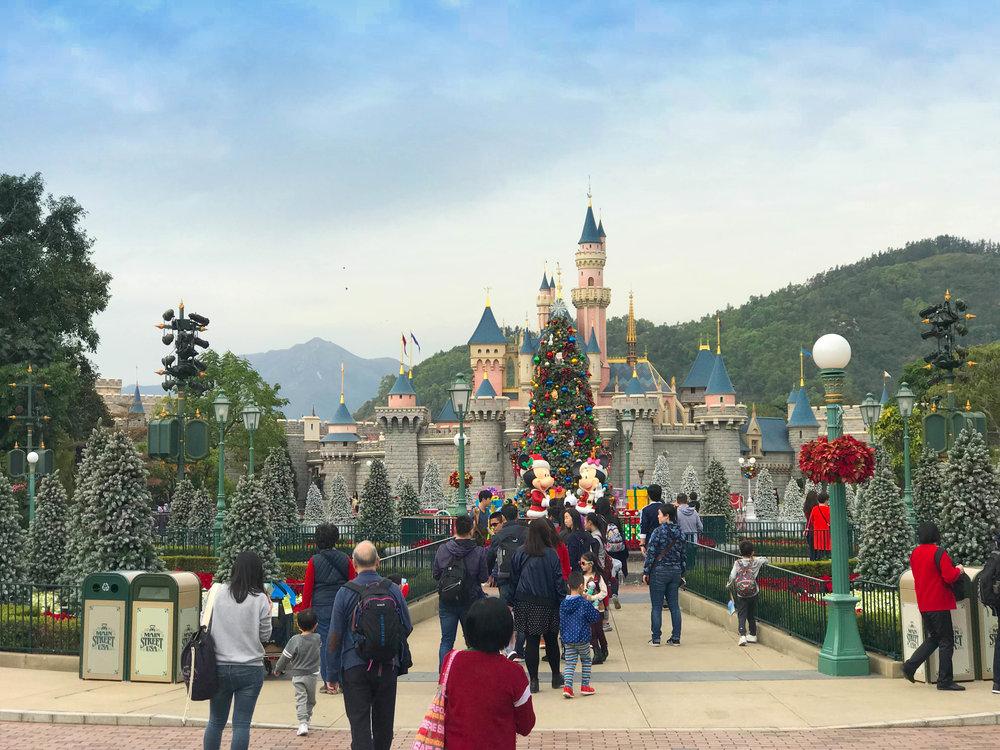 Hong_Kong_Disneyland_Castle.jpg