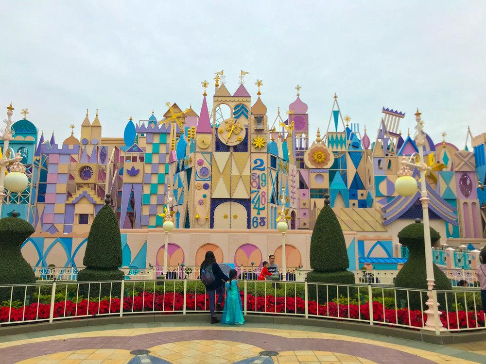 Hong_Kong_Disneyland_Small_World