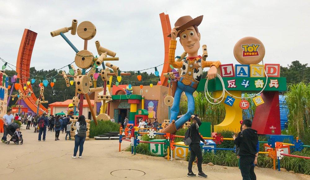 Hong_Kong_Disneyland_Toy_Story_Land_Woody