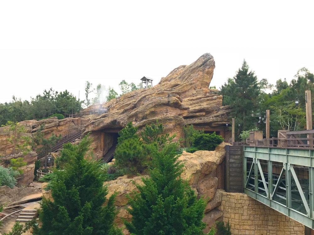 Hong_Kong_Disneyland_Frontier_Land