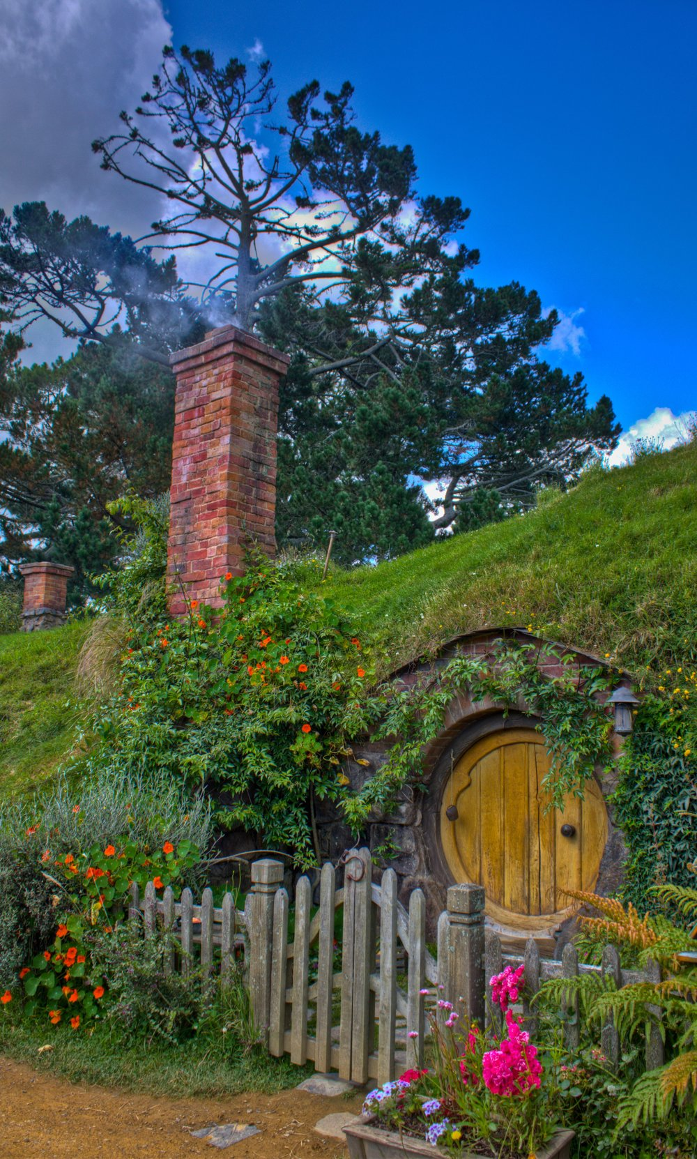 Hobbiton Movie Set - Working Chimney