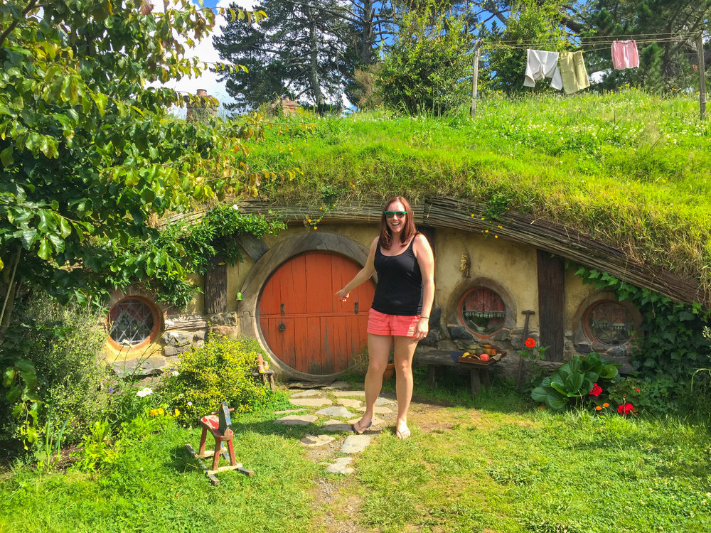 New Zealand Travel Pictures - Hobbiton Hobbit Holes Size