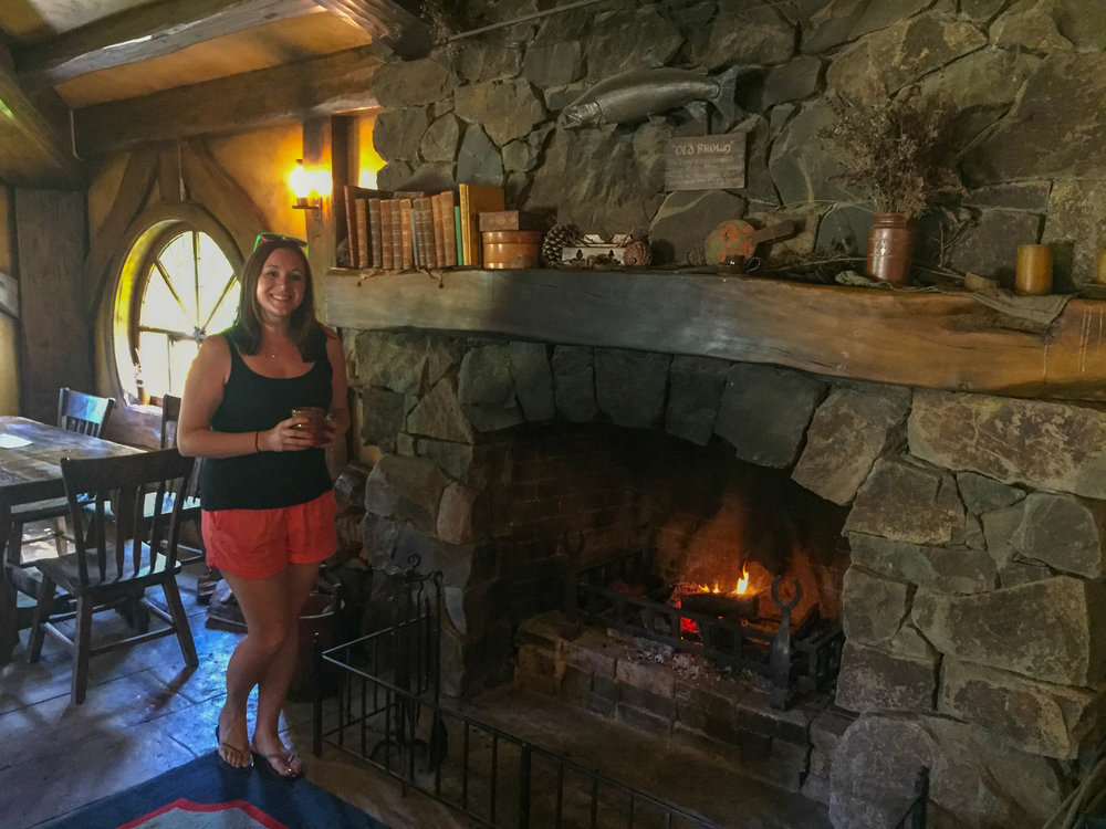 New Zealand Travel Pictures - Green Dragon Inn Hobbiton