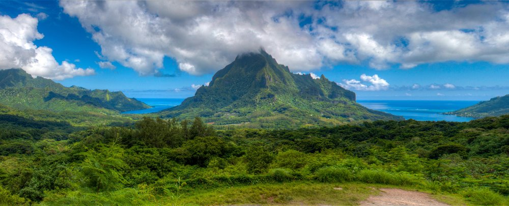 Top 10 things to do in Moorea - hike up to Belvedere