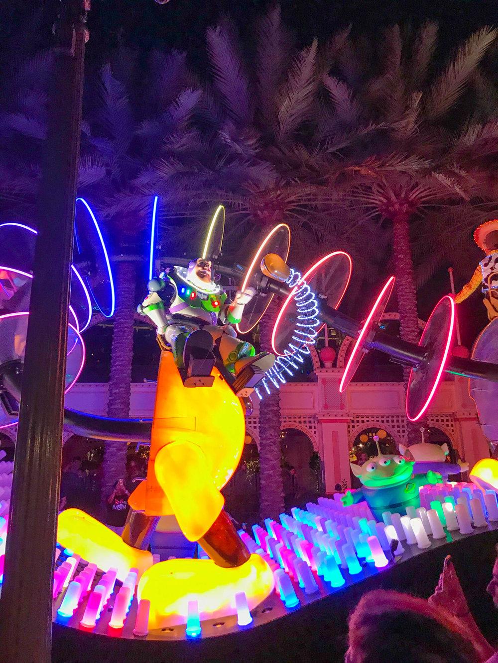 Disneyland_Pixar_Fest - Paint the Night Parade - Buzz