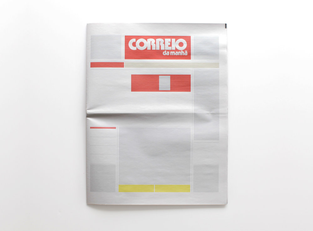 NOTHING IN CORREIO DA MANHÃ  :  Newspapers from around the world with nothing in them.