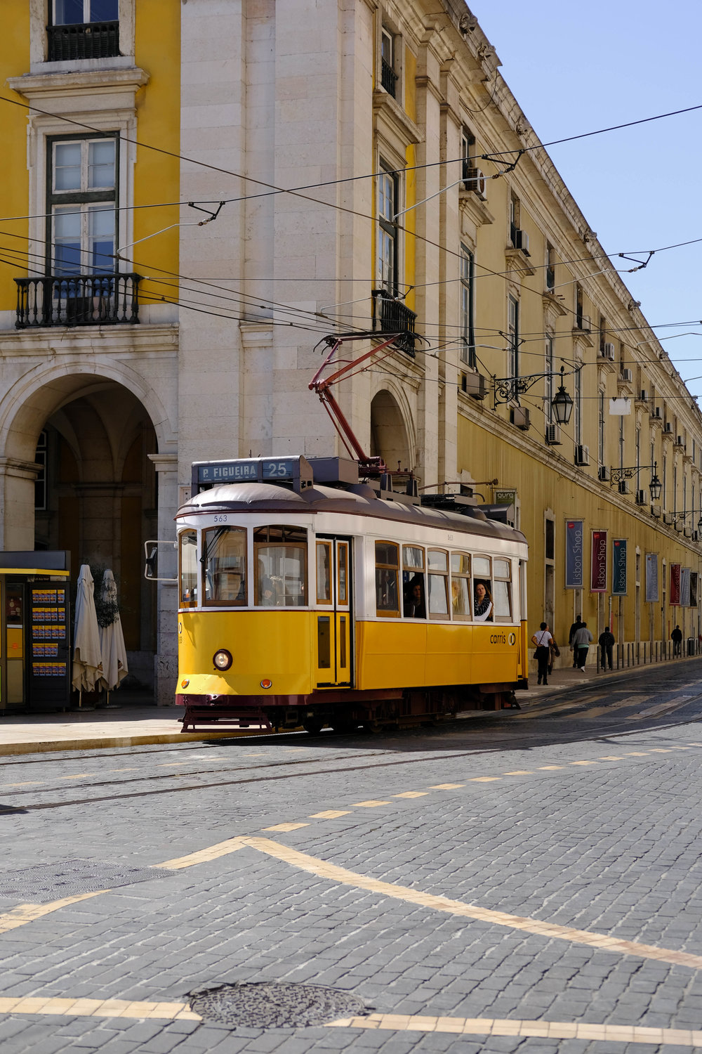 "<p style=""font-family:brandon-grotesque;font-weight:500; font-size:11px; text-center:left; color:light grey;letter-spacing: 1px"">MARCH 5, 2017 • LIKE SUNSHINE • 📍 Lisbon, Portugal</p>"