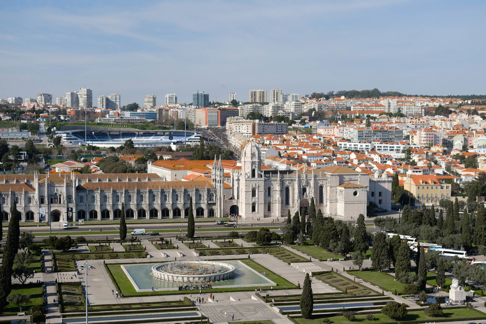 "<p style=""font-family:brandon-grotesque;font-weight:500; font-size:11px; text-center:left; color:light grey;letter-spacing: 1px"">MARCH 9, 2017 • BIRD'S EYE • 📍 Lisbon, Portugal</p>"