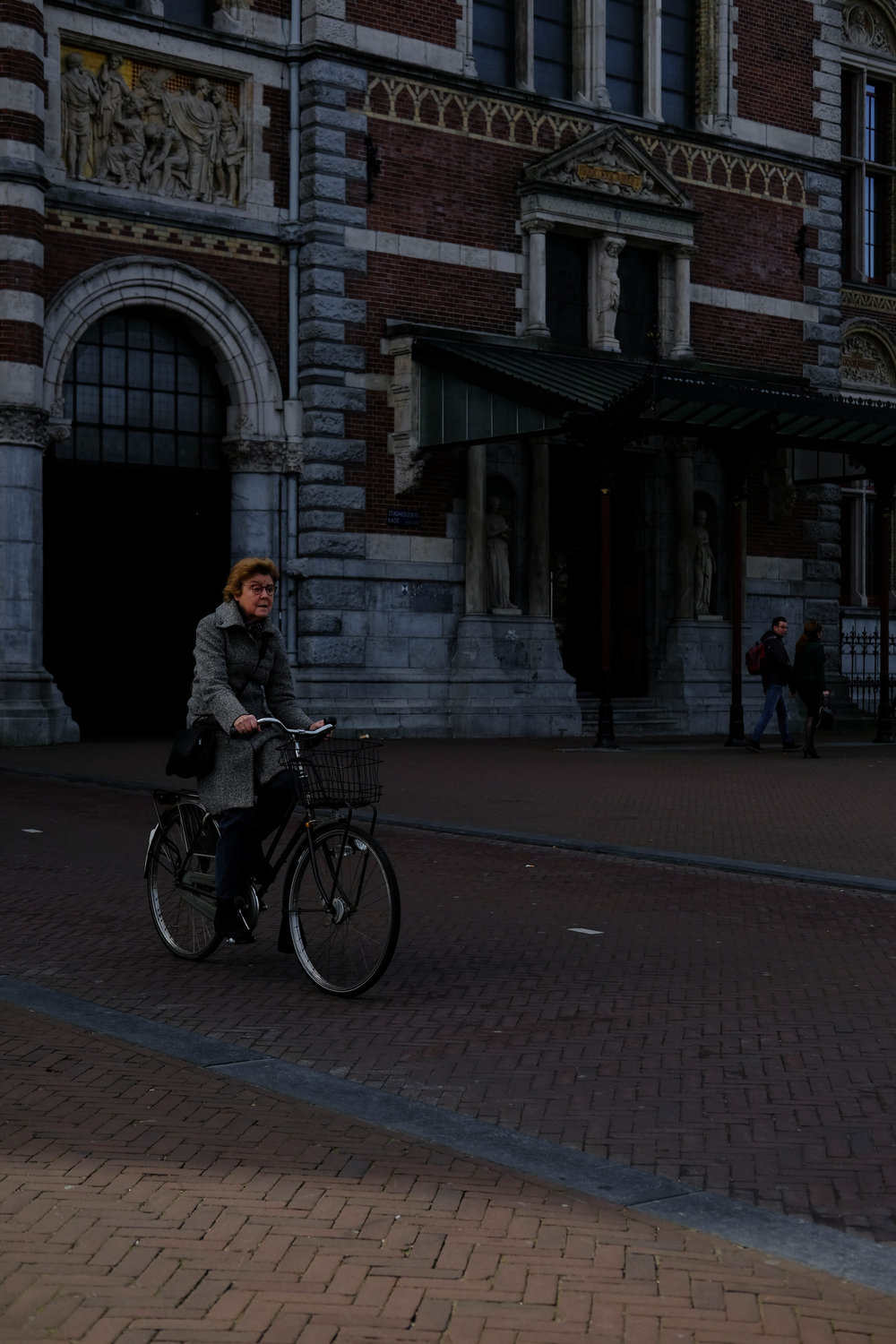 "<p style=""font-family:brandon-grotesque;font-weight:500; font-size:11px; text-center:left; color:light grey;letter-spacing: 1px"">MARCH 25, 2017 • BIKER • 📍 Amsterdam, Netherlands</p>"