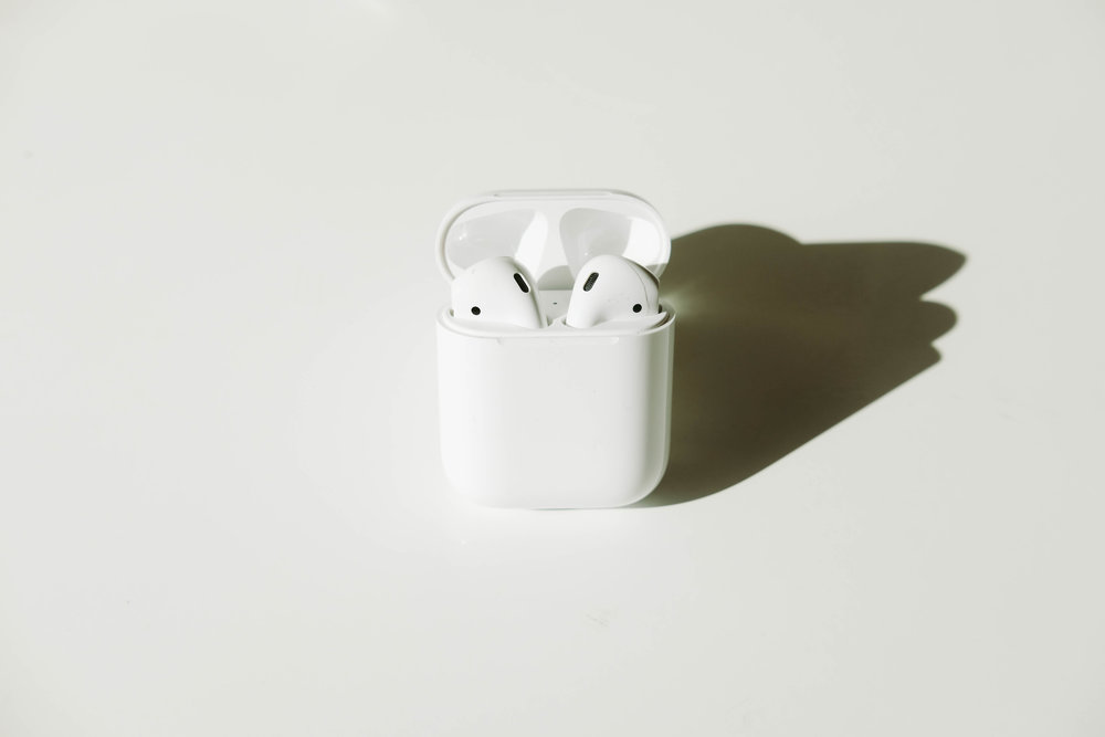 "<p style=""font-family:brandon-grotesque;font-weight:500; font-size:11px; text-center:left; color:light grey;letter-spacing: 1px"">AUGUST 15, 2017 • AIRPODS • 📍 San Francisco, CA</p>"