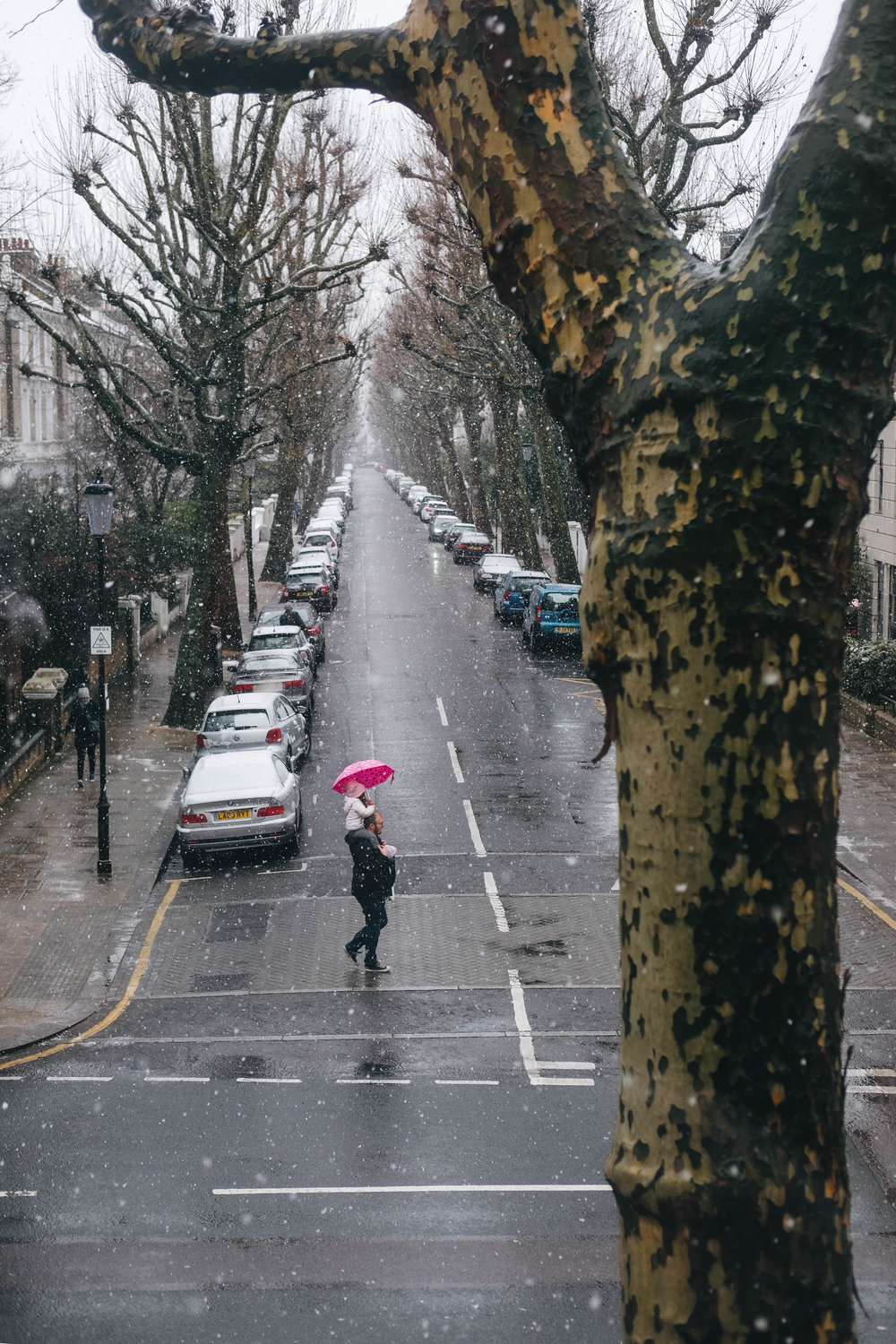 "<p style=""font-family:brandon-grotesque;font-weight:500; font-size:11px; text-center:left; color:light grey;letter-spacing: 1px"">DECEMBER 10, 2017 • SNOW DAY! • 📍 London, UK</p>"