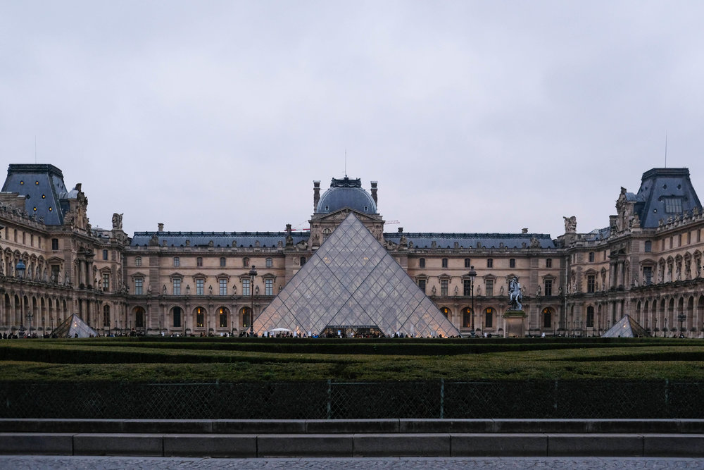 "<p style=""font-family:brandon-grotesque;font-weight:500; font-size:11px; text-center:left; color:light grey;letter-spacing: 1px"">JANUARY 10, 2018 • MUSÉE DU LOUVRE • 📍Paris, France 🇫🇷</p>"