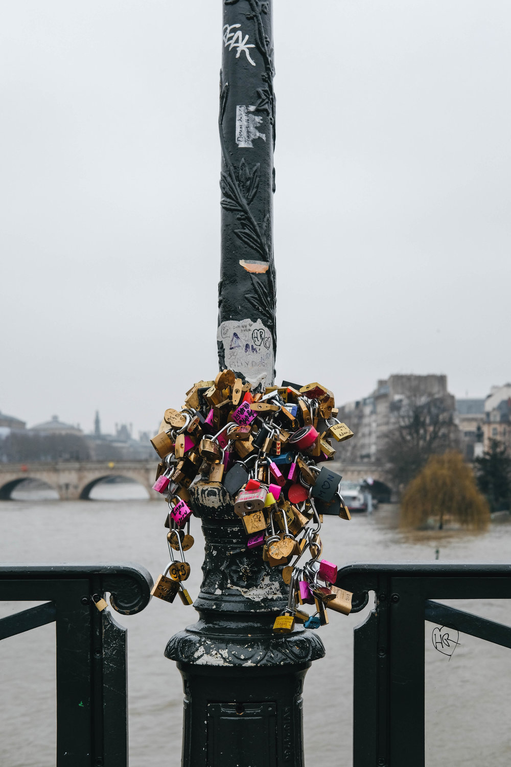"<p style=""font-family:brandon-grotesque;font-weight:500; font-size:11px; text-center:left; color:light grey;letter-spacing: 1px"">JANUARY 11, 2018 • LOCKS OF LOVE • 📍Paris, France 🇫🇷</p>"
